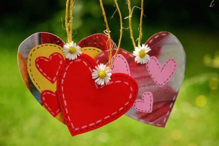 hearts-suspended-on-string